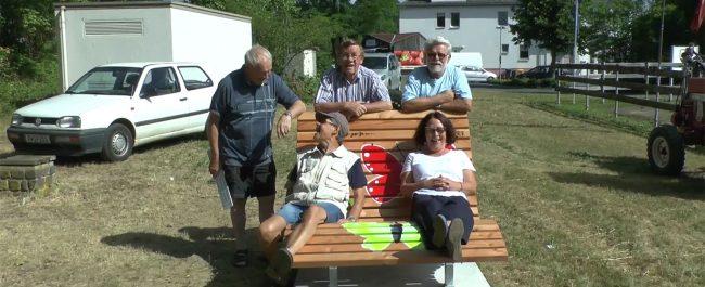 Rüstige Rentner – neue Bank am Freiwegheim